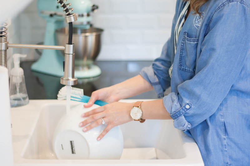 personal assistant service washing dishes